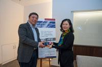 University Librarian, Professor Steve Ching present souvenir to Dr. Kang Kim Hyewon