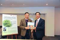 Professor Houmin Yan, Dean of College of Business present souvenir to Professor Wang Tianyi