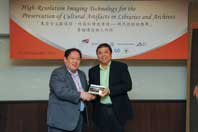 Prof. Steve Ching Present Souvenirs to Mr. Koji Okumura
